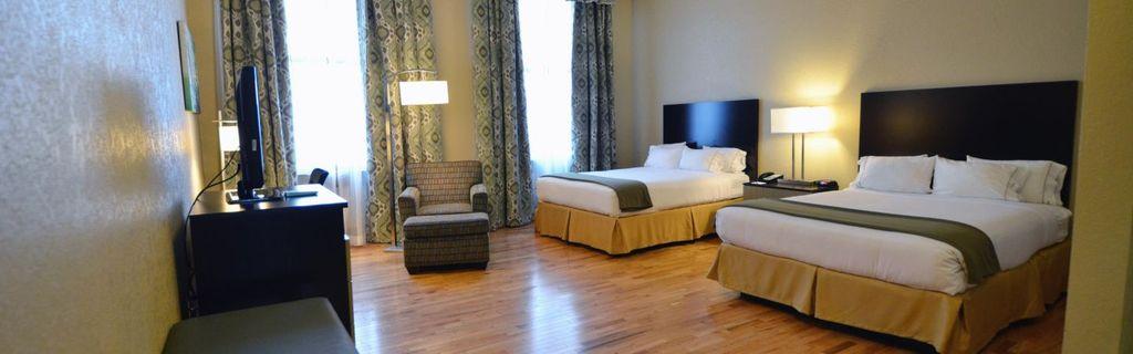 Holiday Inn Express Cleveland 2