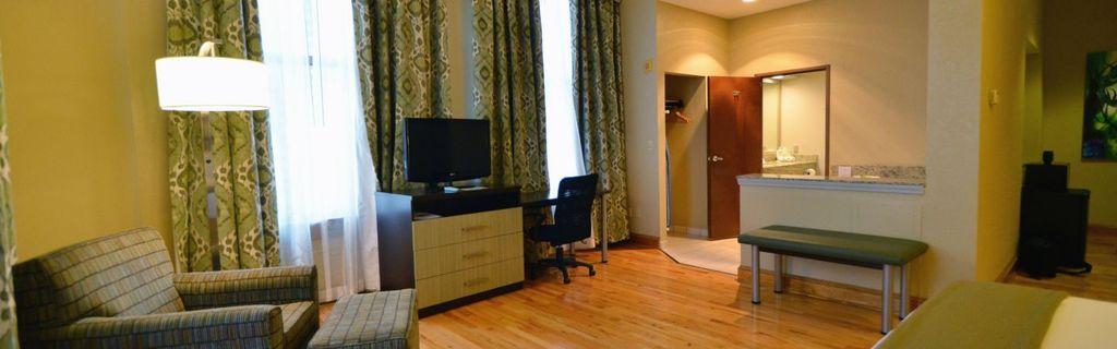 Holiday Inn Express Cleveland 3